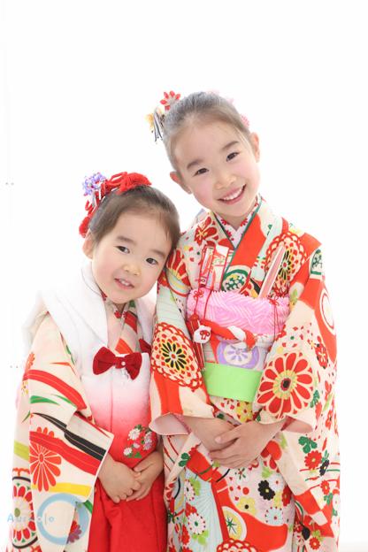 姉妹で可愛い三歳、七歳七五三写真撮影